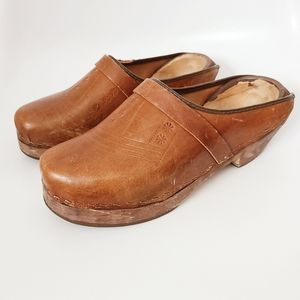 Vintage Brown Leather Wooden Heel Traditional Clog